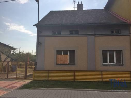 Jaroměř - zděný byt 3+1 v OV s garáží a pozemkem foto 1
