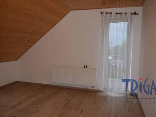 Jaroměř - pronájem bytu 3+1 v rodinném domě foto 1