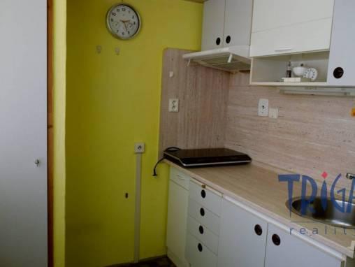 Hradec Králové - udržovaný byt 1+1 s komorou  foto 1