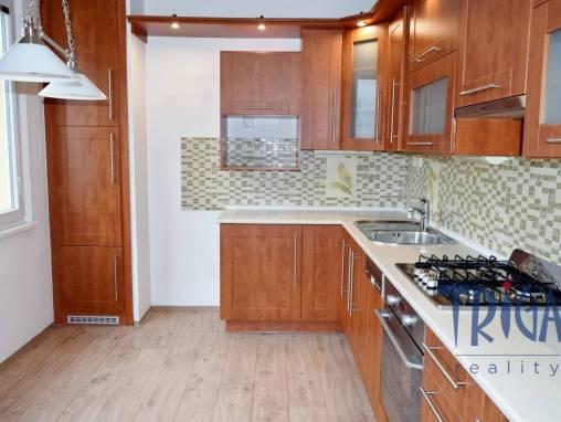 Jaroměř - podnájem bytu 3+1 s lodžií foto 1