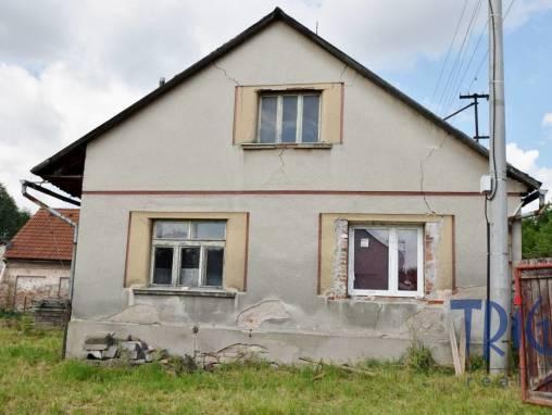 Velký Třebešov - starší rodinný dům s pozemkem 1082 m² foto 1