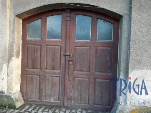 Dvůr Králové n. L. - garáž v domě foto 1