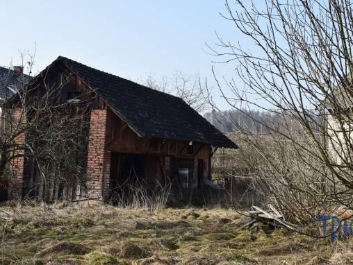 Lužany - prodej pozemku o výměře 1656  m² se starší stavbou foto 1