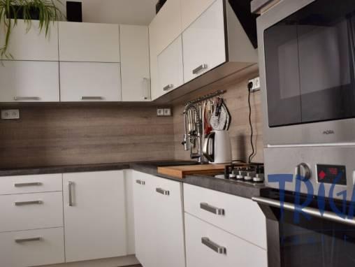 Jaroměř - velký byt 3+1 s lodžií foto 1