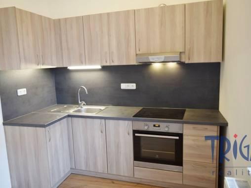 Dvůr Králové n.L. - prodej prostorného bytu 2+1 foto 1