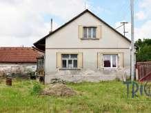 Velký Třebešov - starší rodinný dům s pozemkem 1082 m² foto 2