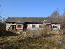 Lužany - starší rodinný dům určený k rekonstrukci s pozemkem 1656  m² foto 2