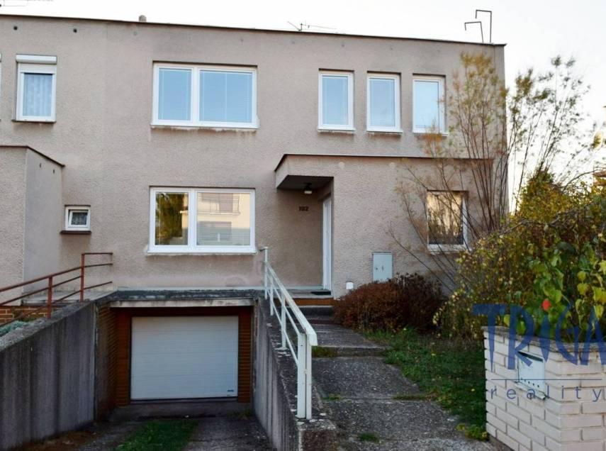 Holohlavy - řadový rodinný dům 4+1 s garáží