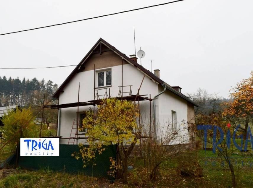 Červený Kostelec - menší rodinný domek 2+1 s garáží