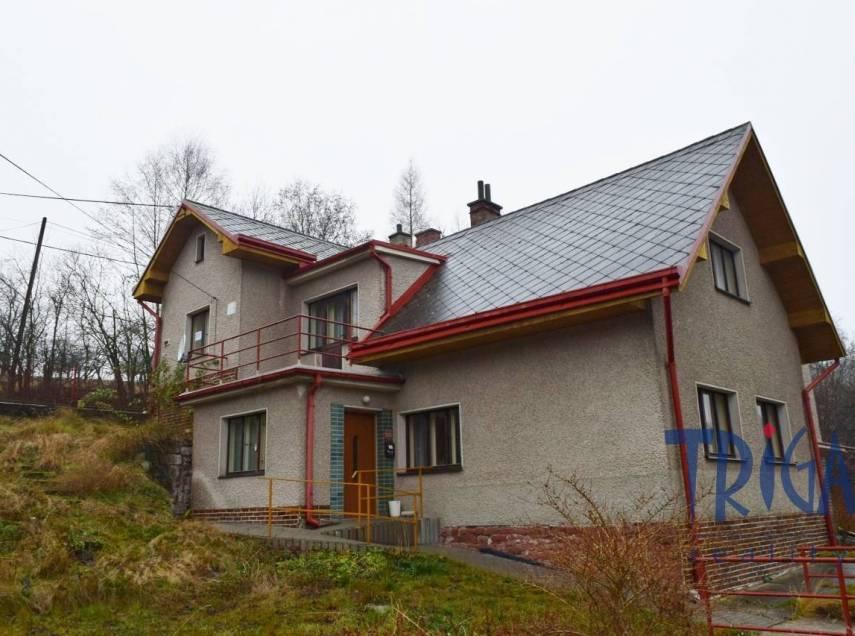 Horní Radechová - rodinný dům s garáží a pozemkem 1616 m²