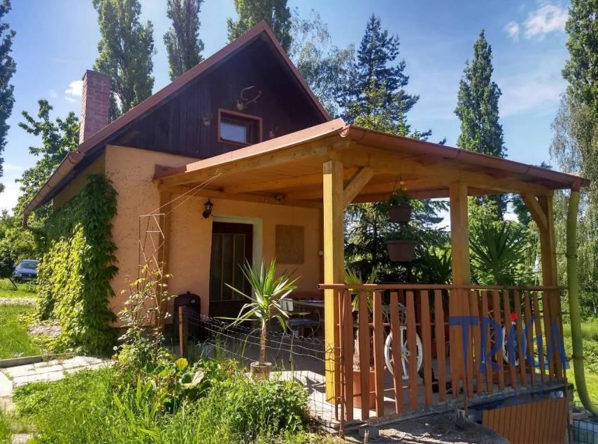 Zaloňov  - zděná chata se zastřešenou terasou s pozemkem 814 m²