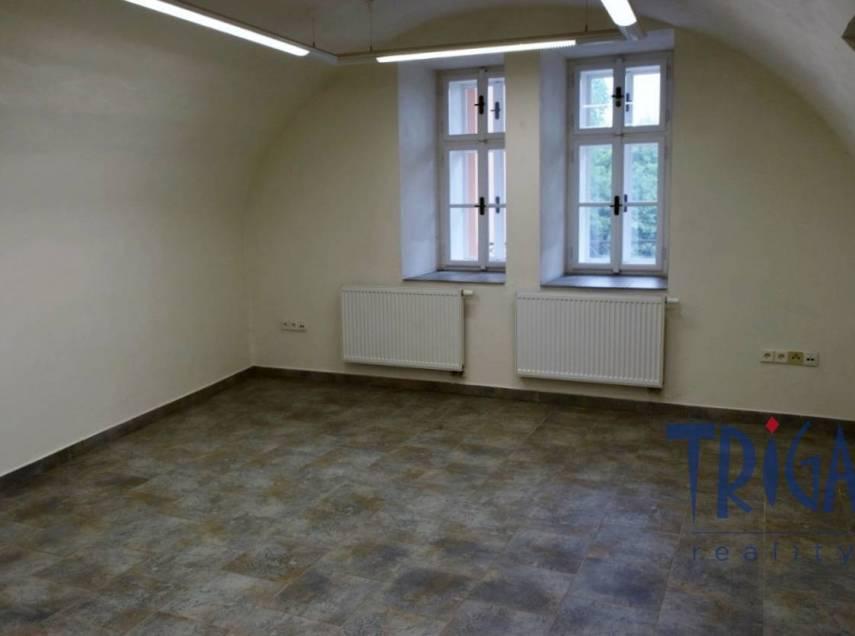 Jaroměř - pronájem nebytového prostoru ( kancelář, ordinace lékaře)