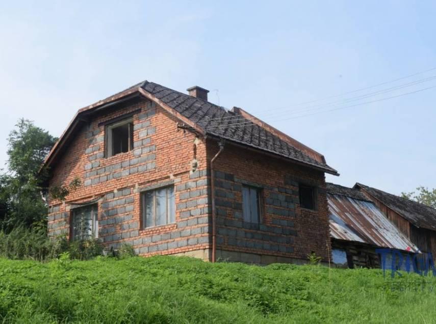 Dubenec - starší dům se stodolou