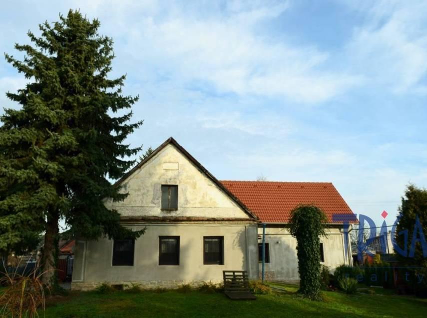 České Meziříčí -  dům 4+1 s velkou zahradou