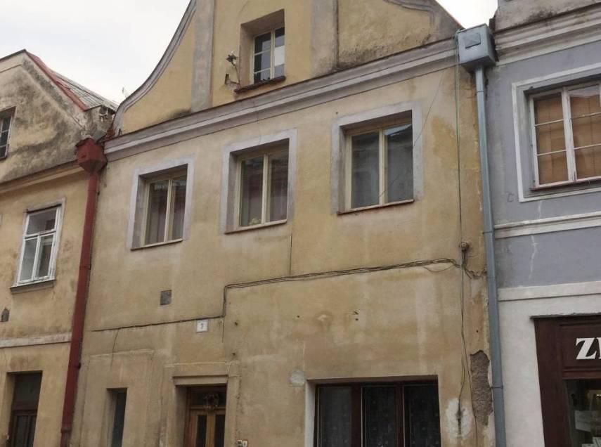 Jaroměř - řadový rodinný dům na náměstí