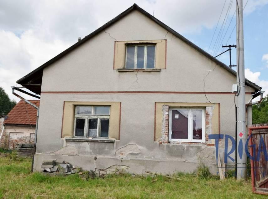 Velký Třebešov - starší rodinný dům s pozemkem 1082 m²