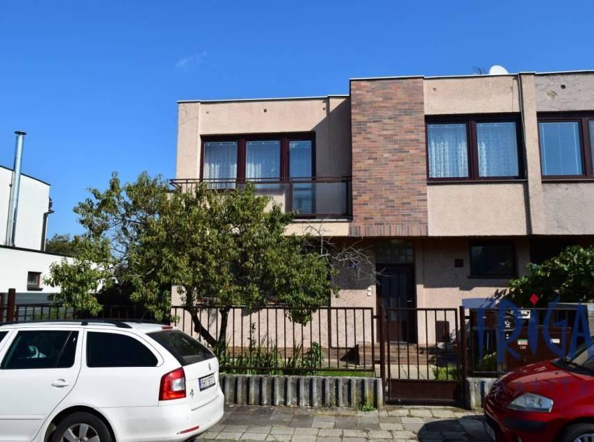 Hradec Králové - prodej bytu 3+1 se zahrádkou