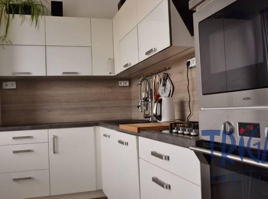 Jaroměř - velký byt 3+1 s lodžií