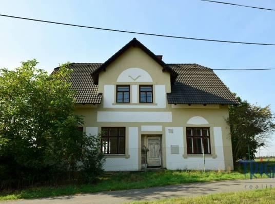 Chvalkovice - Malá Bukovina - rodinný dům s pozemkem 1690 m²