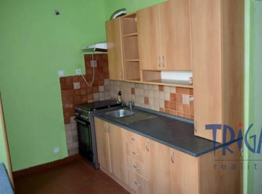Hradec Králové - prodej bytu 2+1 v OV  s komorou