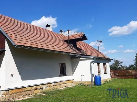 Křičov - pěkný dům se stodolou