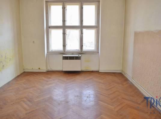 Jaroměř-Josefov, velký byt 2+1 s balkónem a komorou